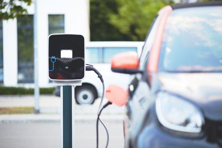 electric-car-4381728-Bild von andreas160578 auf Pixabay-kl